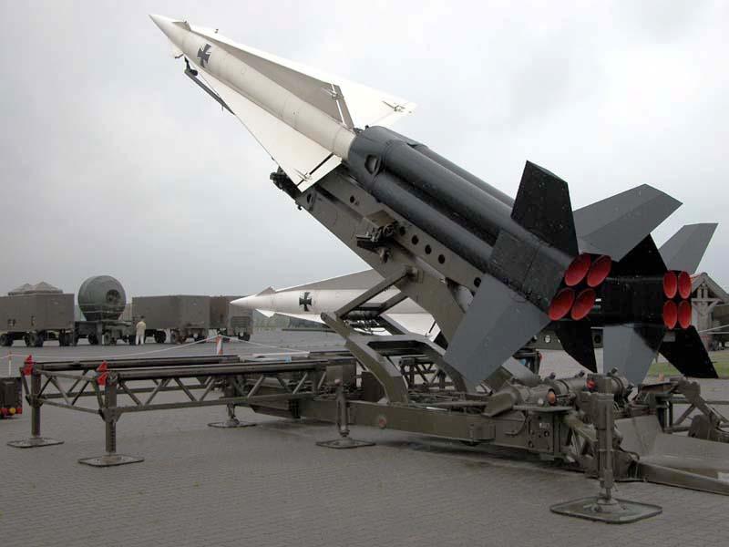 nonostante lattuga assomiglia  MIM-14 Nike Hercules : USA (USA)