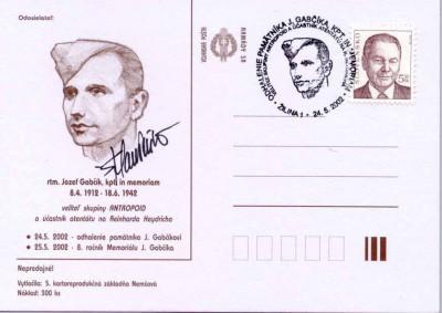Lístok Vojenskej pošty Armády SR, variant vyhotovený v hnedej farbe s podpisom autora pomníka a portrétu na prítlači – akademického sochára Štefana Pelikána.