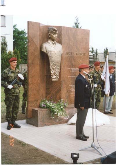 Odhalenie pamatnika JG riadil prvy velitel Zilinskeho pluku Jozefa Gabcika