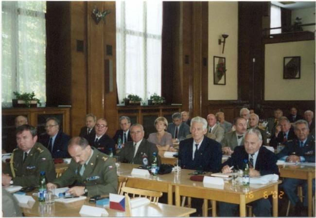 Pohľad na delegácie Poľska, Česka a Slovenska v ľavej časti konferenčnej sály Na Valech