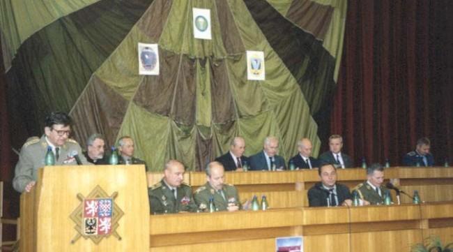 Pohľad na predsednícku tribúnu počas seminára k vyvrcholeniu boja skupiny ANTROPOID zo dňa 17.6.