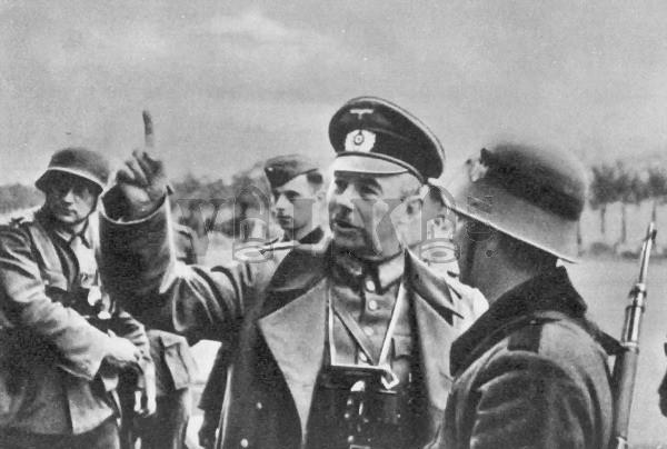 Velitel paramilitárních sil v Gdaňsku, generálmajor Friedrich Eberhardt