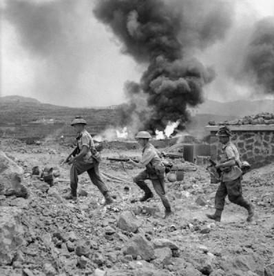 Příslušníci 1. praporu Pluku vévody z Wellingtonu na Pantellerii; Zdroj/Source: https://www.iwm.org.uk/collections/item/object/205195574, © IWM