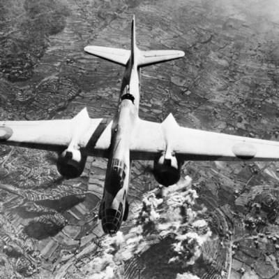 Douglas A-20 Boston provedl nálet na italskou dělostřeleckou baterii na Monte San Elmo; Source/Zdroj: https://www.iwm.org.uk/collections/item/object/205196143, © IWM