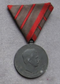Medaila za dve zranenia. [foto: Ivan Chudý]