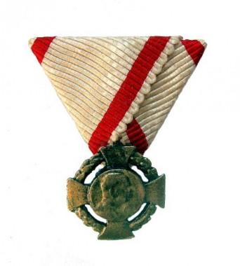 Miniatúra jub. kríža na trjuholnikovej stužke  [foto: zbierka autora]