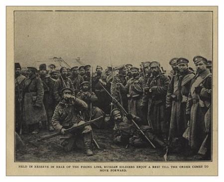 Ruskí vojaci v prestávke pred bojom. Východný front - jeseň 1914