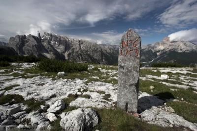 obr. 2 - Hraniční kámen z roku 1753 oddělující Benátskou republikou a hrabství Jižní Tyroly