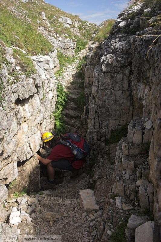 obr. 15 - Vstup do italské minové štoly