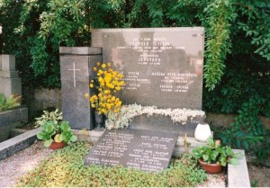 Symbolický hrob na Hukvaldech
