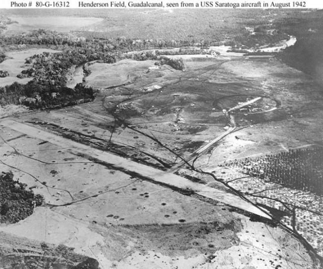 Letecký pohled na Hendersonovo letiště, srpen 1942